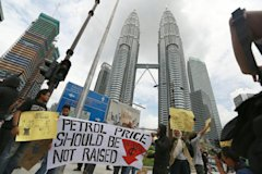 Anti-petrol price increase protest by Solidariti Mahasiswa at KLCC on Friday, September 6, 2013. — Pic by Saw Siow Feng