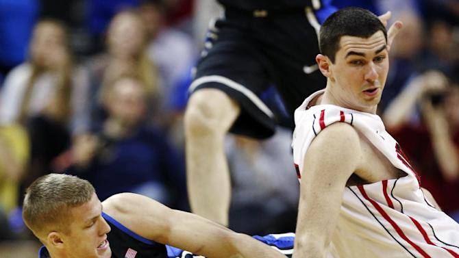 Duke's Mason Plumlee, left, and Davidson's Jake Cohen, right, wrestle for control of a loose ball during the first half of an NCAA college basketball game in Charlotte, N.C., Wednesday, Jan. 2, 2013. (AP Photo/Chuck Burton)