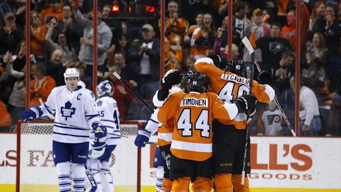 Flyers snap 2-game skid in 4-2 win over Toronto