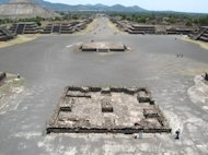 The Avenue of the Dead in the ancient city of Teotihuacan gives a sense of this Mesoamerican cultural center&#39;s enormous monuments.