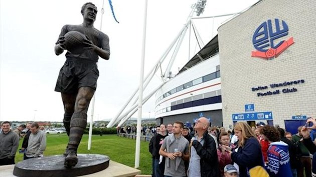 Fans look at the new Nat Lofthouse statue outside the the Reebok Stadium before Bolton Wanders meet Queens Park Rangers in the Sky Bet Football League Championship match at the Reebok Stadium, Bolton