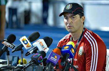Liga MX players, coaches rally around Chepo