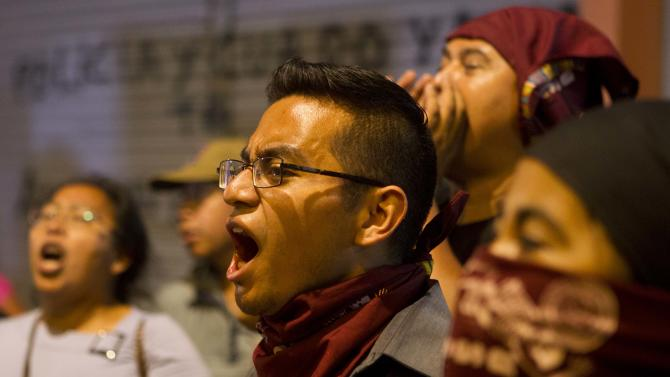 Students chant slogans against Guatemalan President Otto Perez Molina during a protest sparked by a recent corruption scandal, in Guatemala City, Wednesday, May 6, 2015. Guatemalan business leaders added their voices to growing calls for the vice president Roxana Baldetti to step down because of a customs corruption scandal in which her former private secretary is implicated. (AP Photo/Moises Castillo)