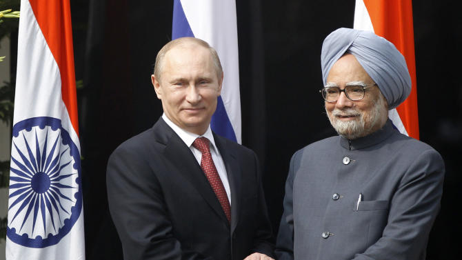 Russian President Vladimir Putin, left, shakes hands with Indian Prime Minister Manmohan Singh, right, before a meeting at his residence in New Delhi, India, Monday, December 24, 2012. (AP Photo/ Mustafa Quraishi, Pool)