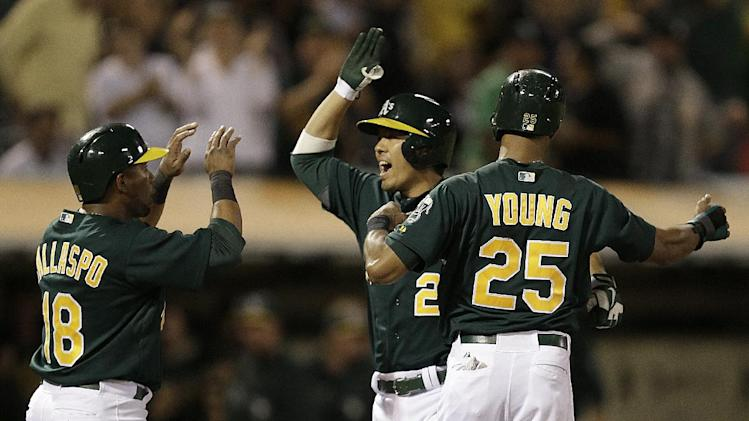 Suzuki hits 3-run HR in return to Oakland