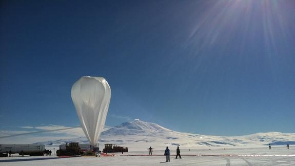 Cosmic Ray Hunting Balloon Sets Record for Longest Flight