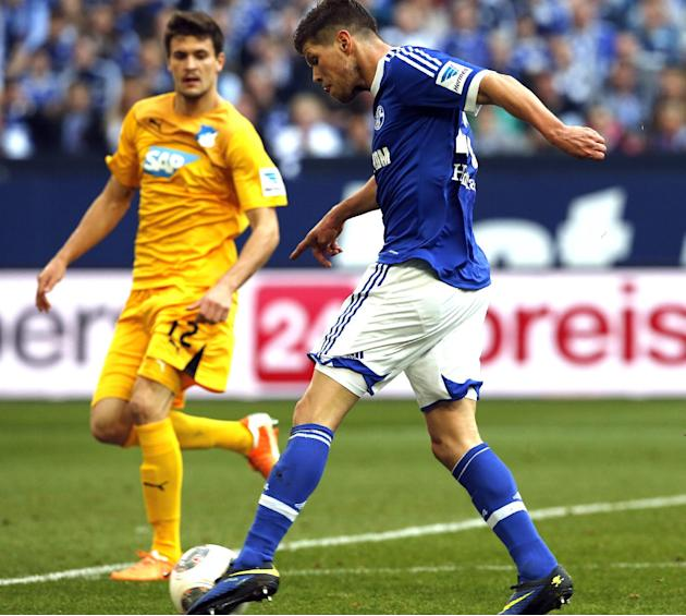 Schalke's Klaas-Jan Huntelaar of the Netherlands, right, scores during the German first division Bundesliga soccer match between Schalke 04 and 1899 Hoffenheim in Gelsenkirchen, Germany, Saturday,