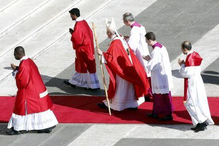 Pope, on Palm Sunday, pays tribute to 'today's martyrs'