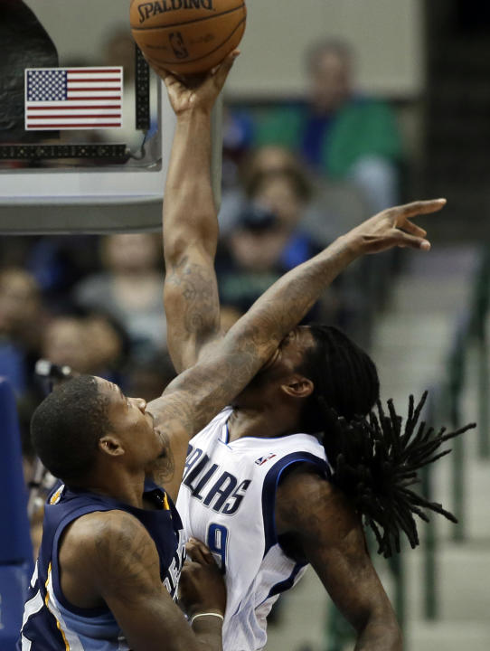 Memphis Grizzlies' Ed Davis, left, lays an arm across the face of Dallas Mavericks' Jae Crowder (9) on a dunk-attempt in the second half of an NBA basketball game on Wednesday, Dec. 18, 2013,