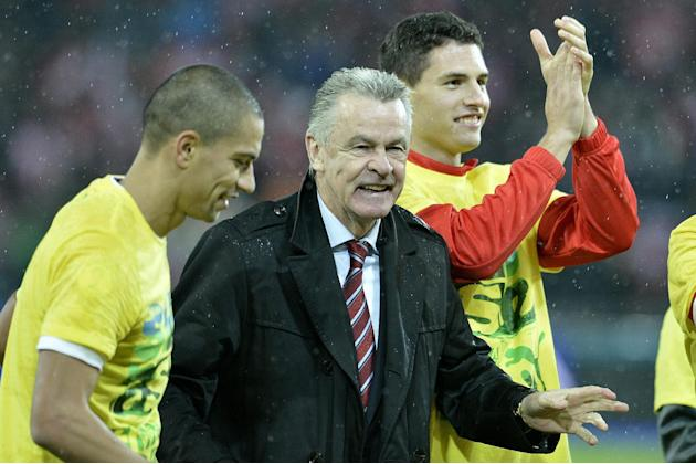 Switzerland's Goekhan Inler, head coach Ottmar Hitzfeld and Fabian Schaer, from left, celebrate after the FIFA World Cup 2014 group E qualifying soccer match between Switzerland and Slovenia at the St
