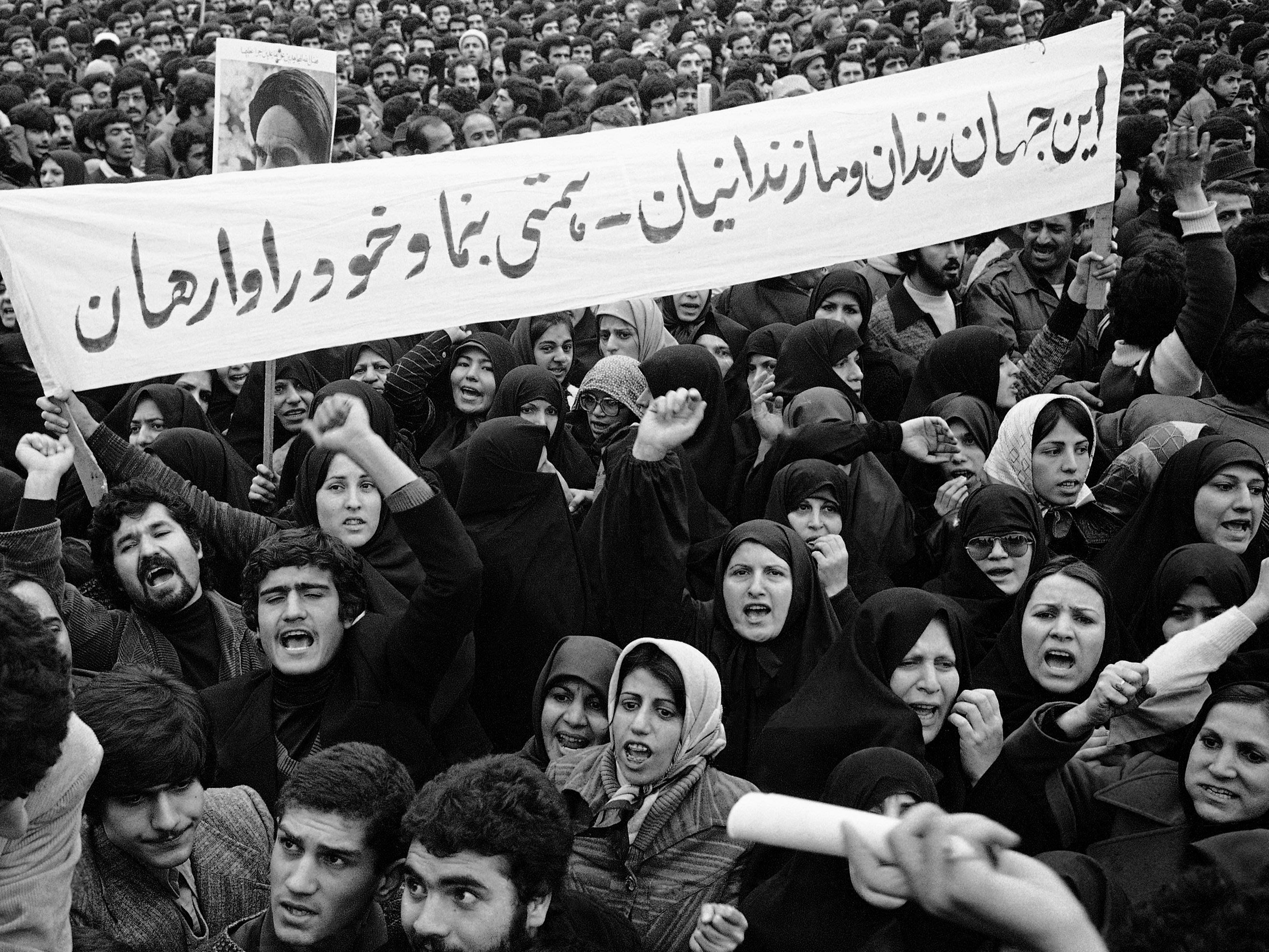 an introduction to the history of the iranian revolution Iranian revolution background [1] the revolution heats up [2] effects [3] bibliography [4] a revolution is a mass movement that aims to establish a new political regime by violently transforming the existing government.