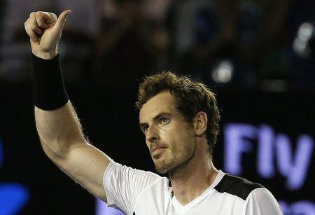 Murray joins fathers' club after wife Kim gives birth