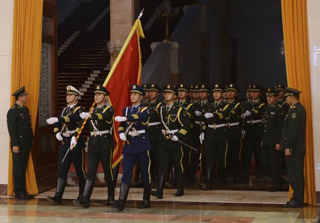 An honour guard arrives for tje welcoming ceremony of French PM Ayrault and Chinese Premier Li in Beijing