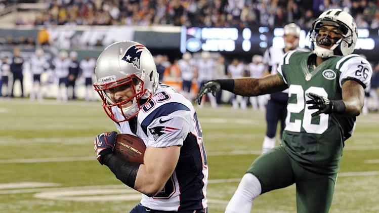 New England Patriots' Wes Welker (83) catches a pass for a touchdown in front of New York Jets defensive back Ellis Lankster (26) during the first half of an NFL football game, Thursday, Nov. 22, 2012, in East Rutherford, N.J. (AP Photo/Bill Kostroun)