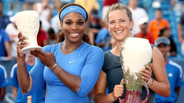 Victoria Azarenka (right) and Serena Williams (left) after the WTA Cincinnati final, won by Azarenka (AFP)