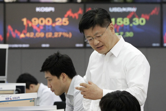 Currency traders work during a morning session at the foreign exchange dealing room of the Korea Exchange Bank headquarters in Seoul, South Korea, Monday, June 18,  2012. Asian stock markets climbed M