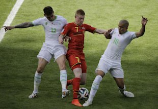 Algeria's Carl Medjani (L), Belgium's Kevin De Bruyne and Algeria's Sofiane Feghouli fight for the ball. (AP)