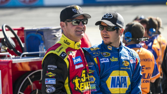 NASCAR Sprint Cup Series: STP Gas Booster 500-Qualifying