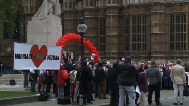 Protesters oppose gay marriage in Britain