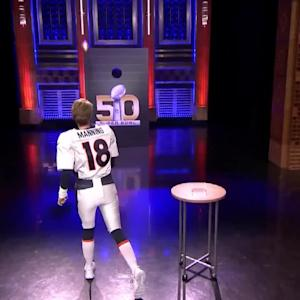 Kristen Wiig Hilariously Pretends to be Peyton Manning on 'The Tonight Show'