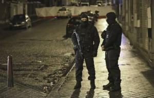 Belgian special forces police block a street in central…