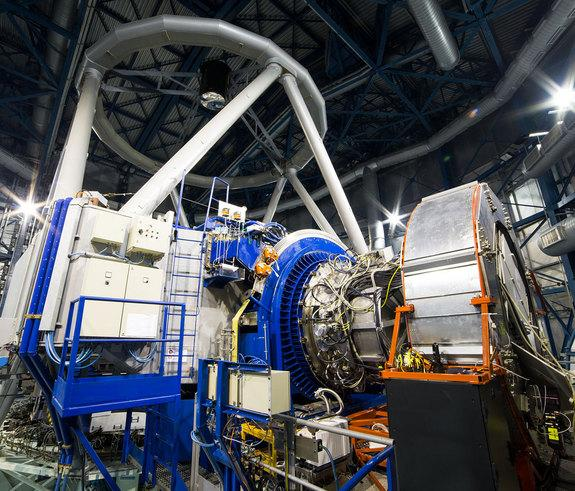Telescope's New Robot Spies Distant Galaxies' Early Lives