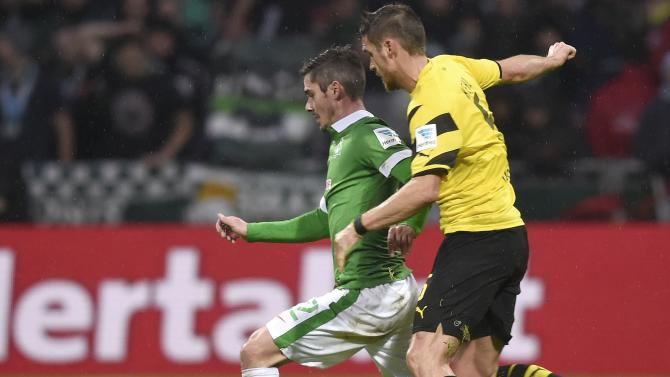 Werder Bremen's Bartels and Borussia Dortmund's Kehl fight for the ball during their German Bundesliga first division soccer match in Bremen