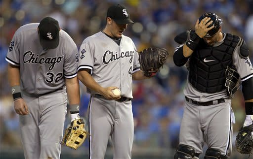 Sale wins 8th straight, White Sox top Royals 2-1