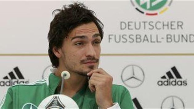 Reus hopes Hummels stays