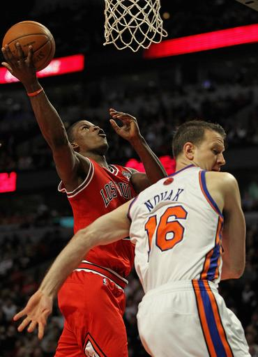 Rose scores 32 to lead Bulls past Knicks 104-99