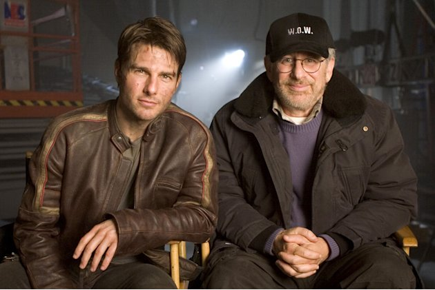 Tom Cruise Director Steven Spielberg War of the Worlds Production Stills Paramount 2005