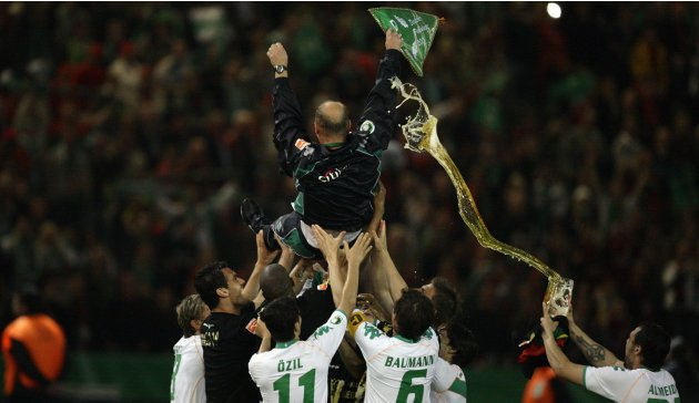 Bremen's player throw coach Schaaf into air after their German soccer cup DFB-Pokal final match against Leverkusen in Berlin