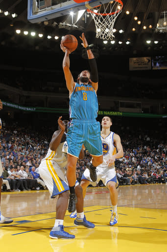 Hornets beat Warriors 83-81 on Wright's goaltend