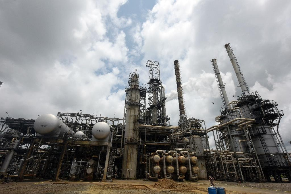 Revenues from Nigeria oil sales decline sharpy: official