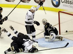 Kings score twice in 3rd period to top Stars 3-2