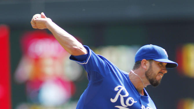 Royals win 9th straight, beat Twins 7-2