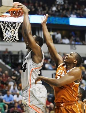 Cincinnati holds off Texas 65-59 in NCAA tourney
