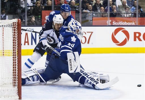Jets slip past Maple Leafs 5-4 in shootout