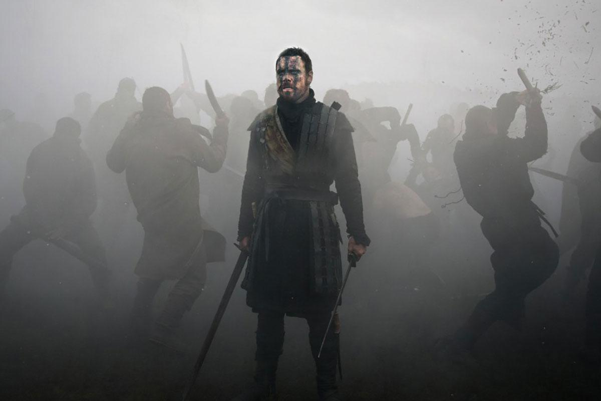 Review: Michael Fassbender descends into a fog of madness in 'Macbeth'