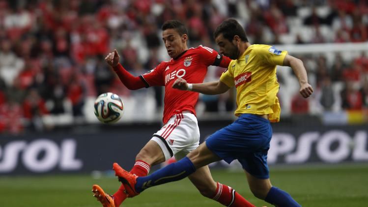 Benfica's Machado fights for the ball with Estoril's Santos during their Portuguese premier league soccer match in Lisbon