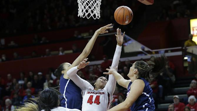 No. 1 UConn women cruise to 94-64 win over Rutgers