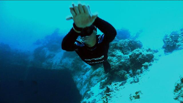 Death-defying free dives push boundaries
