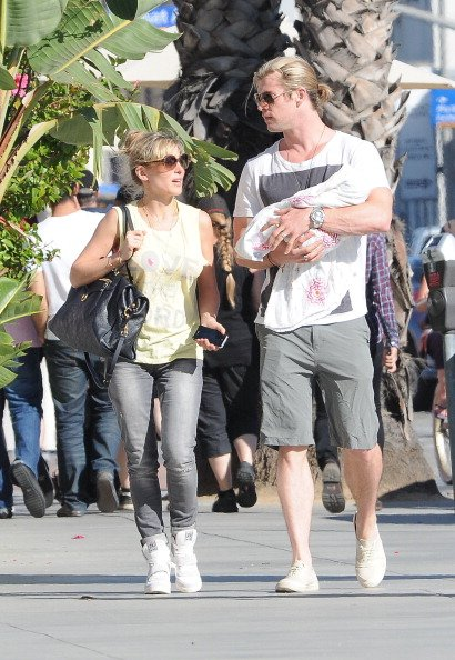 Chris Hemsworth y Elsa Pataky con su pequea hija India