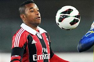 Robinho extends Milan deal