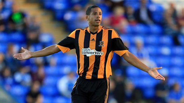 Curtis Davies has vowed to streak around the KC Stadium if Hull finish above Manchester United this season.