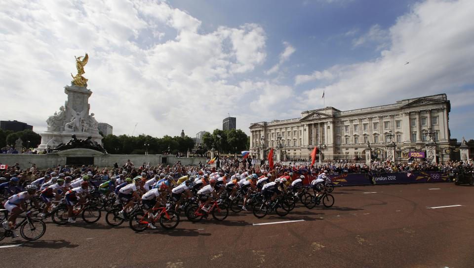 The pack rides past Buckingham Palace during the Men's Road Cycling race at the 2012 Summer Olympics, Saturday, July 28, 2012, in London. (AP Photo/Matt Rourke)