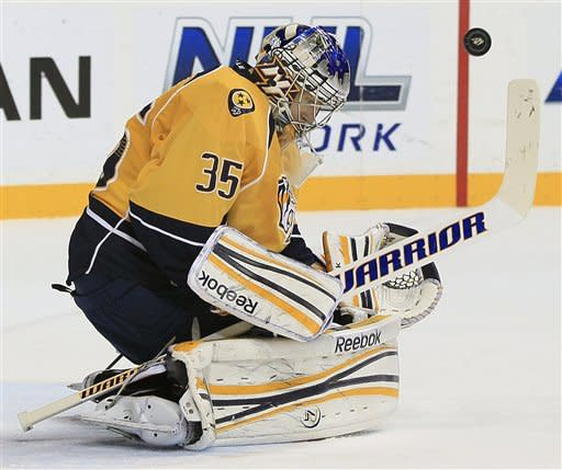 Erat's late goal lifts Predators past Blue Jackets