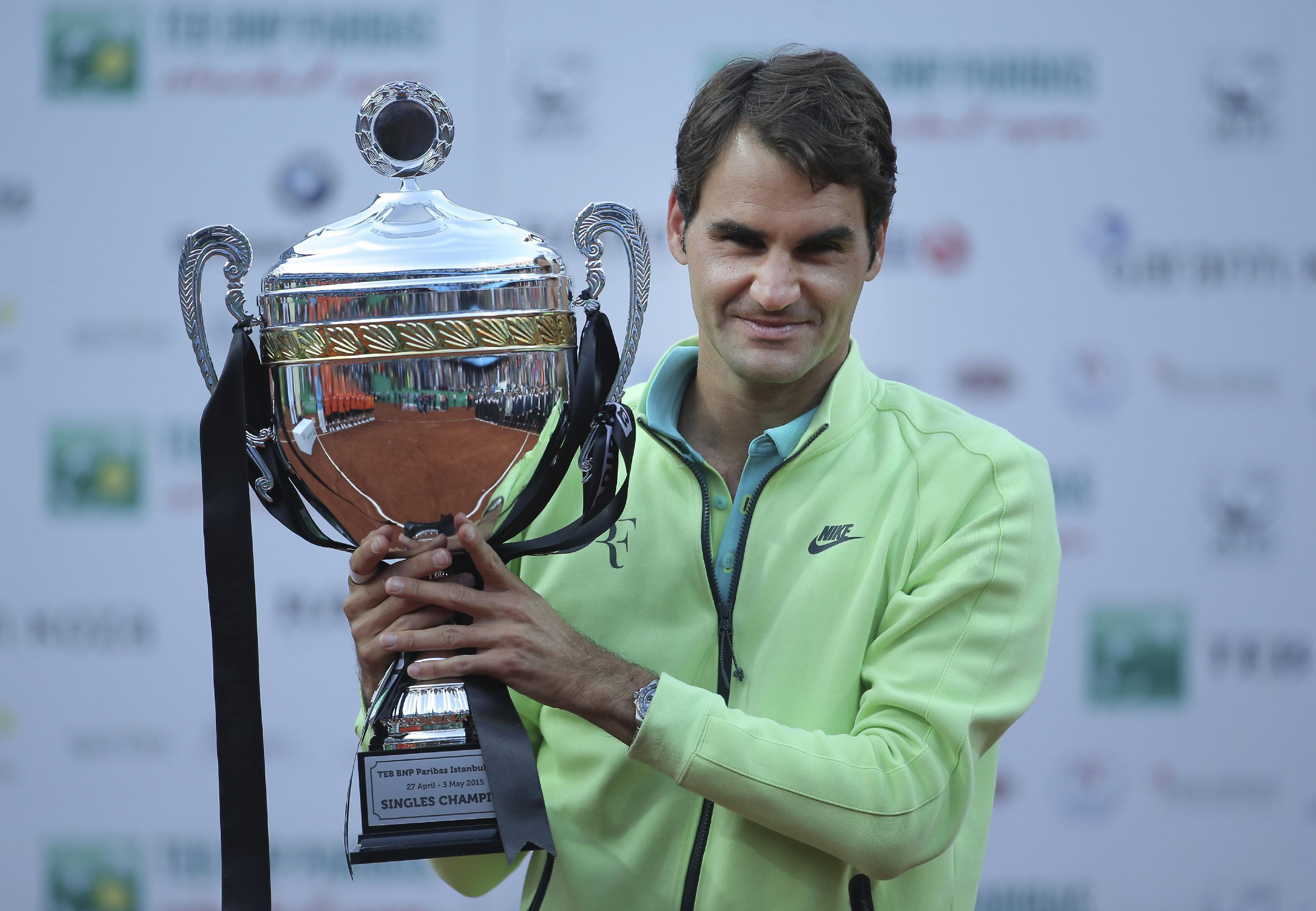 Federer wins Istanbul Open in straight sets