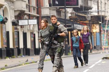Rose Byrne and Jeremy Renner in Fox Atomic's 28 Weeks Later