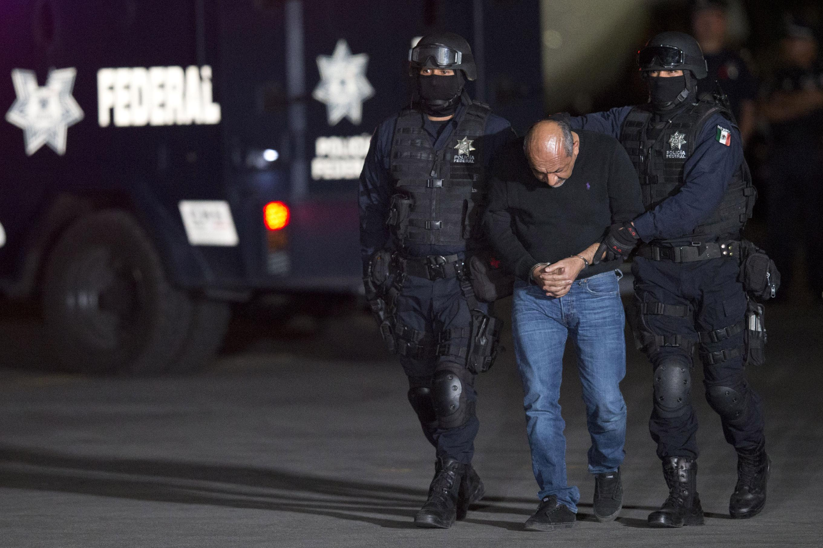 Mexico drug lord captures change but don't lower trafficking